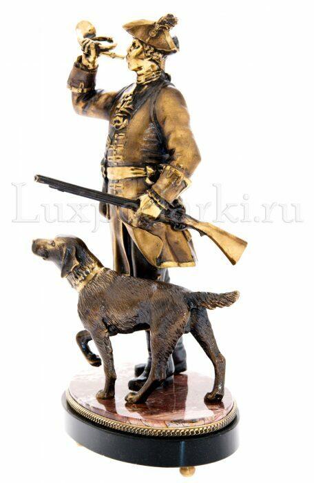 """Скульптура бронзовая """"Охотник с собакой"""" на яшме- 1"""