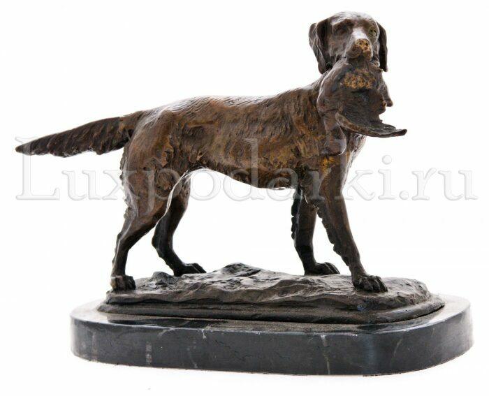 "Скульптура бронзовая ""Собака с птицей""- 0"