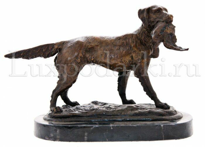 "Скульптура бронзовая ""Собака с птицей""- 1"