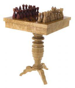 Стол шахматный с фигурами из карельской березы