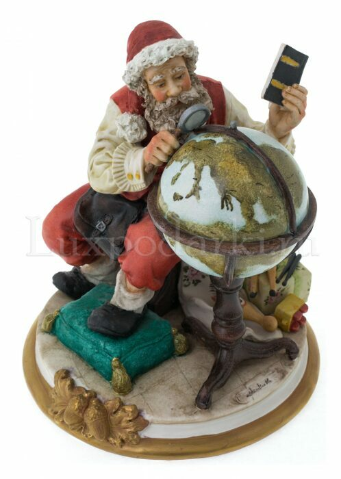 """Статуэтка  Venere Porcellane D Arte """"Санта Клаус с глобусом"""""""