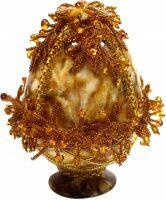 Яйцо пасхальное из янтаря с художественным обрамлением