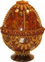 Яйцо пасхальное из янтаря с бисерным оформлением