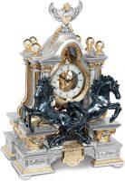 """Часы  Linea Argenti """"Два чёрных коня"""" , цвет: серебряный с золотой отд., с красными мраморными колоннами и гербом"""
