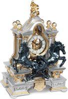 """Часы  Linea Argenti """"Два чёрных коня"""" , цвет: серебряный с золотой отд., с зелёными мраморными колоннами"""