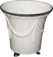 Кашпо, цвет белый с отделкой серебряного цвета Cattin