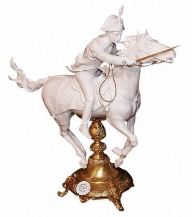 "Скульптура  Tiche ""Карабинер на коне"" , цвет: белый- 0"