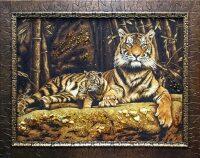 """Картина из янтаря """"Тигрица с тигренком"""""""