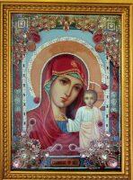 """Икона с драгоценными камнями """"Казанская Богоматерь"""" с аметистами позолоченная маленькая."""
