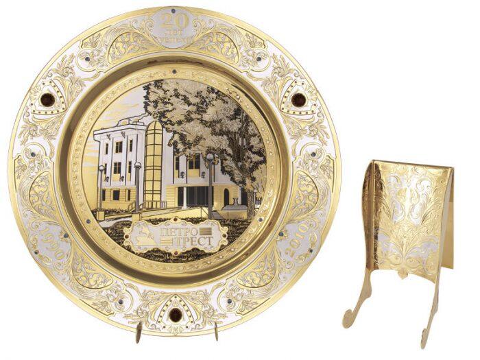 Тарелка сувенирная на подставке - 0