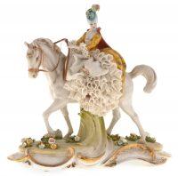 """Статуэтка  Porcellane Principe """"Дама на коне"""""""