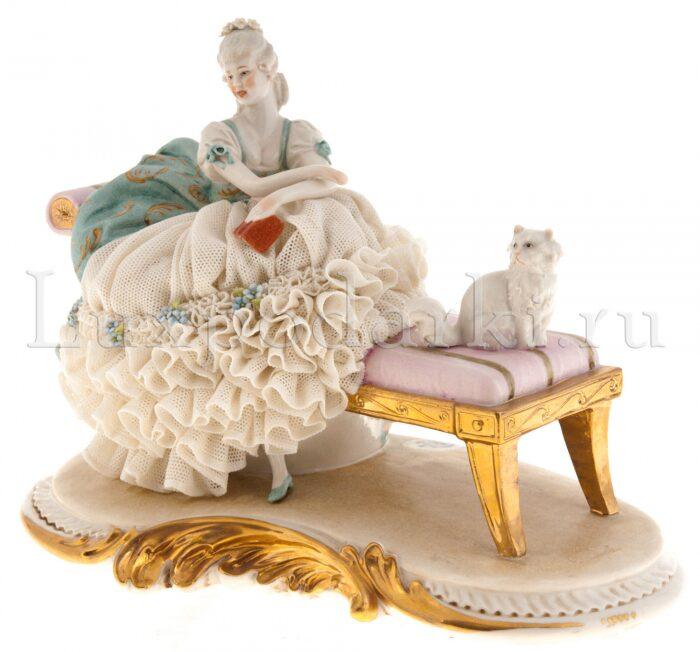 "Статуэтка  Porcellane Principe ""Дама с кошкой на скамейке"" - 0"