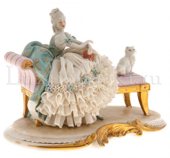 "Статуэтка  Porcellane Principe ""Дама с кошкой на скамейке"" - 1"