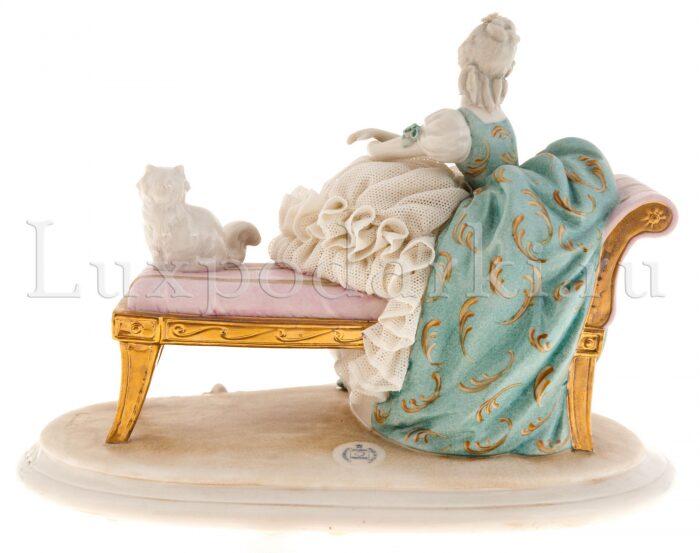 "Статуэтка  Porcellane Principe ""Дама с кошкой на скамейке"" - 2"