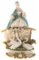 """Статуэтка  Porcellane Principe """"Дама на мостике"""""""