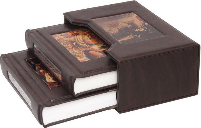 """Книги в кожаном переплете """"Мысли, афоризмы и шутки знаменитых мужчин. Мысли, афоризмы и шутки знаменитых женщин."""" (2 тома, в футляре)- 1"""
